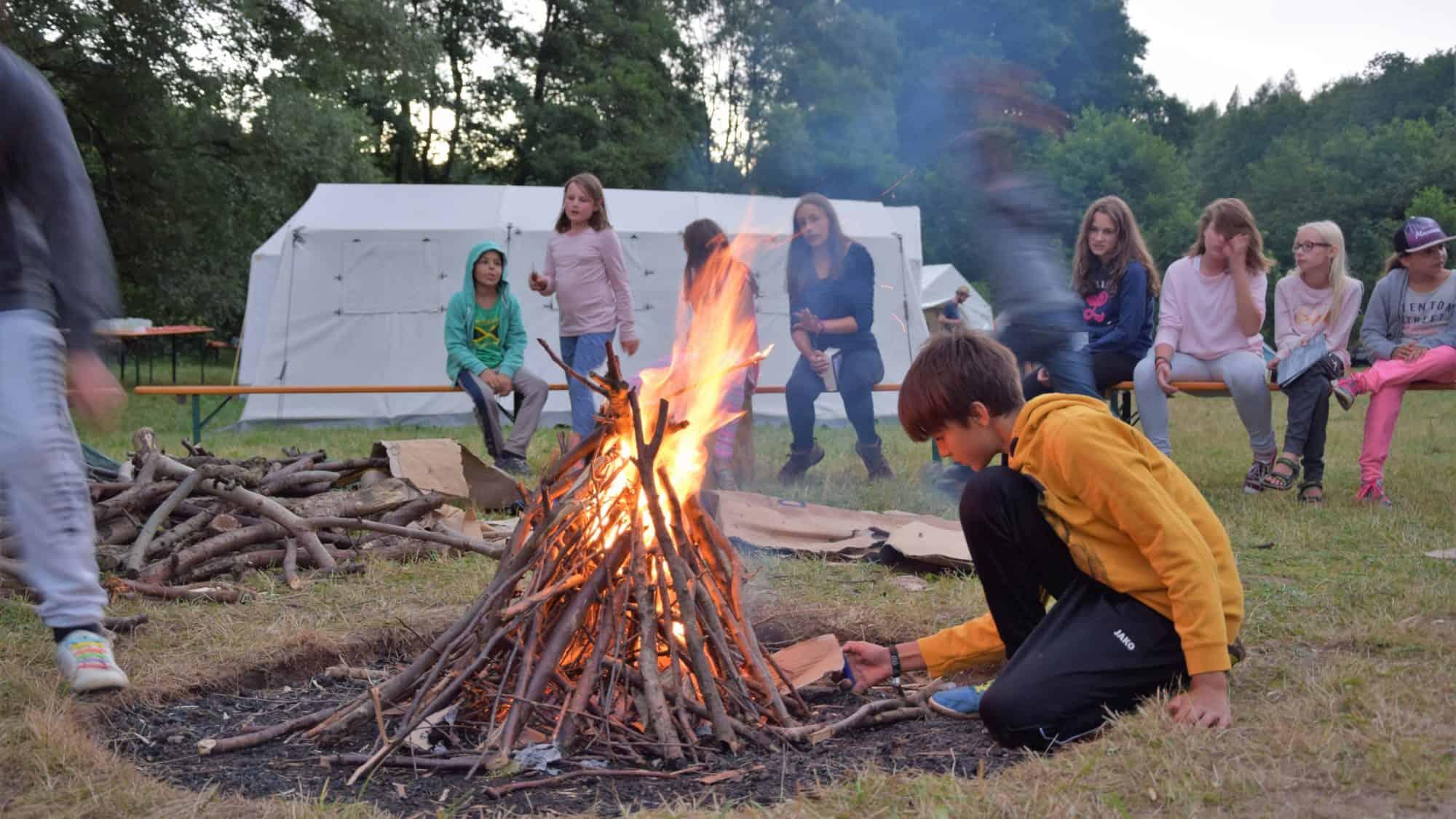 Lagerfeuer beim Jungschar-Lager